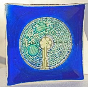 Labyrinth (blue)  Medium Plate
